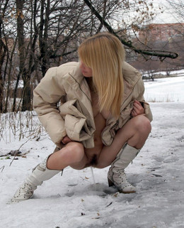 Winter cunt, cheerful babe pisses on..