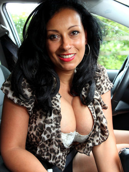 Big titted mature lady with cute face..