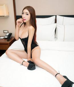 Asian girl porn posing in high heels