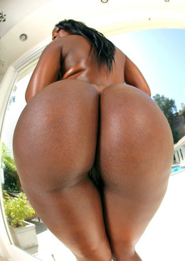 Raunchy black babe showing her juicy..